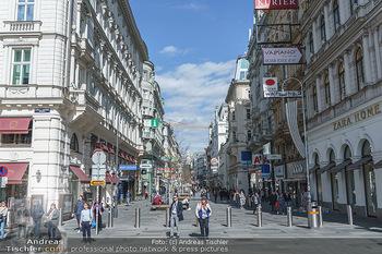 Coronavirus COVID-19 Feautre - Wien - Do 12.03.2020 - Wiener Kärntnerstraße bei Tageslicht und Frühlingstemperature40