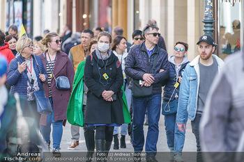 Coronavirus COVID-19 Feautre - Wien - Do 12.03.2020 - Vereinzelte Touristen mit Atemschutzmaske wegen Coronavirus65