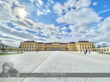 Coronavirus COVID-19 Feautre - Wien - Do 12.03.2020 - Kaum Touristen vor Schloss Schönbrunn trotz Frühlingstemperatu68