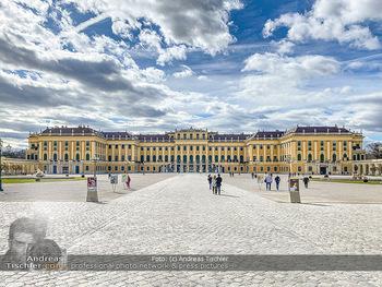 Coronavirus COVID-19 Feautre - Wien - Do 12.03.2020 - Kaum Touristen vor Schloss Schönbrunn trotz Frühlingstemperatu69