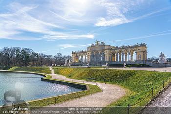 Corona Lokalaugenschein - Wien - Mo 16.03.2020 - Gloriette im Schloss Schönbrunn Park, menschenleer Coronavirus 13