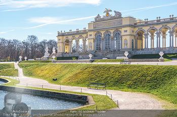 Corona Lokalaugenschein - Wien - Mo 16.03.2020 - Gloriette im Schloss Schönbrunn Park, menschenleer Coronavirus 15