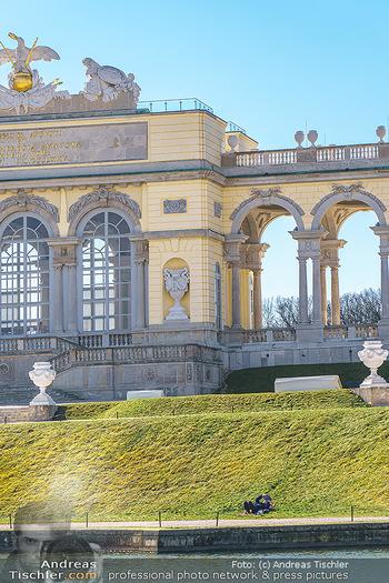 Corona Lokalaugenschein - Wien - Mo 16.03.2020 - Gloriette im Schloss Schönbrunn Park, menschenleer Coronavirus 17