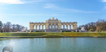Corona Lokalaugenschein - Wien - Mo 16.03.2020 - Gloriette im Schloss Schönbrunn Park, menschenleer Coronavirus 18