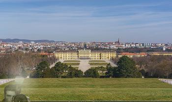 Corona Lokalaugenschein - Wien - Mo 16.03.2020 - Schloss Schönbrunn menschenleer Park ausgestorben wegen Coronav19