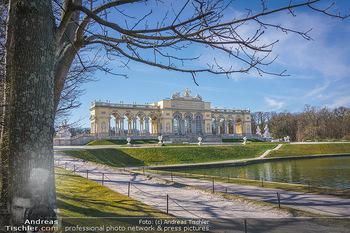 Corona Lokalaugenschein - Wien - Mo 16.03.2020 - Gloriette im Schloss Schönbrunn Park, menschenleer Coronavirus 26