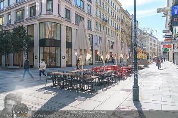 Corona Lokalaugenschein - Wien - Mo 16.03.2020 - Leere Tische und Sessel in der Gastronomie kurz vor der endgült32