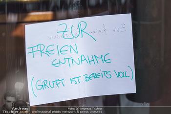 Corona Lokalaugenschein - Wien - Mo 16.03.2020 - Zur freien Entnahme Nahrungsmittelabgabe bei Restaurant wegen Ge47