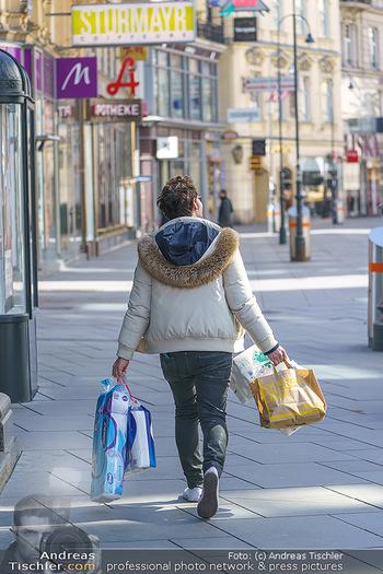 Corona Lokalaugenschein - Wien - Mo 16.03.2020 - Hamsterkäufe, letzte Einkäufe, WC-Papier, Klopapier, einkaufen48