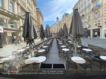 Corona Lokalaugenschein - Wien - Mo 16.03.2020 - Am Graben Innenstadt leere Restaurants wegen Ausgangssperre gesc85