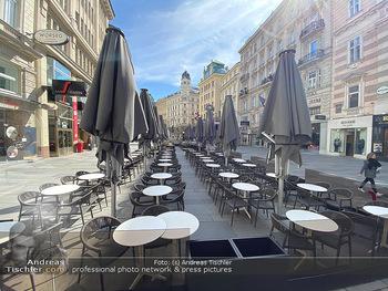Corona Lokalaugenschein - Wien - Mo 16.03.2020 - Am Graben Innenstadt leere Restaurants wegen Ausgangssperre gesc86