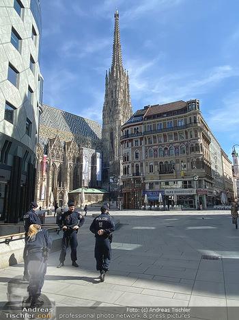 Corona Lokalaugenschein - Wien - Mo 16.03.2020 - Polizei am Graben und Stephansplatz überwacht Versammlungsverbo89