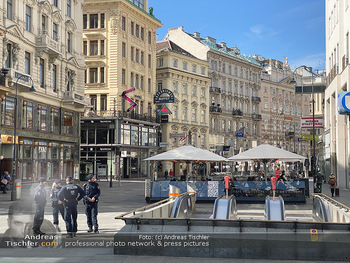 Corona Lokalaugenschein - Wien - Mo 16.03.2020 - Polizei am Graben und Stephansplatz überwacht Versammlungsverbo90