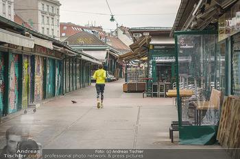 Corona Lokalaugenschein - Wien - Di 17.03.2020 - Jogger Läufer - joggen durch den Naschmarkt durch wegen Coronav3