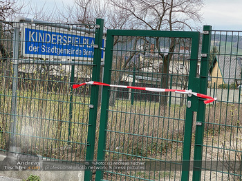 Corona Lokalaugenschein - Wien - Di 17.03.2020 - Spielplätze Sportplätze geschlossen gesperrt Absperrband Kinde1