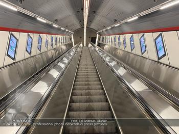 Corona Lokalaugenschein - Wien - Di 17.03.2020 - UBahn U-Bahn Station Karlsplatz U1 U2 U4 wenig Betrieb Wiener Li2
