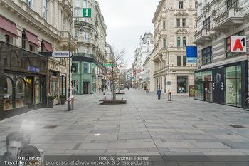 Corona Lokalaugenschein - Wien - Di 17.03.2020 - Kaum Menschen auf der leeren Kärntnerstraße Wien, Geschäfte L12