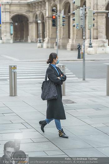Corona Lokalaugenschein - Wien - Di 17.03.2020 - vereinzelt Menschen Touristen mit Atemschutzmaske13