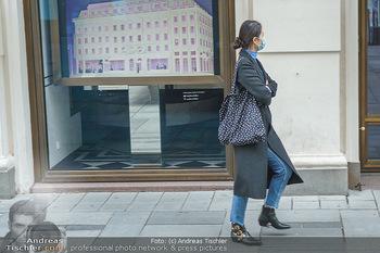 Corona Lokalaugenschein - Wien - Di 17.03.2020 - vereinzelt Menschen Touristen mit Atemschutzmaske14