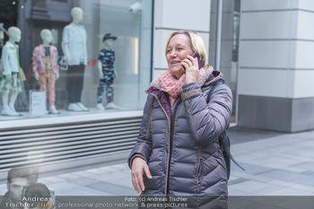Corona Lokalaugenschein - Wien - Di 17.03.2020 - Birgit FENDERL, angetroffen auf der Kärntnerstraße, hat das Ha17
