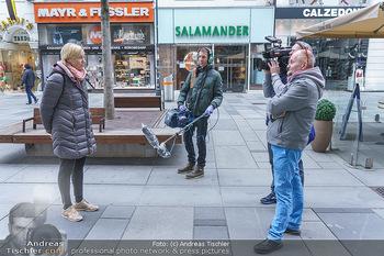 Corona Lokalaugenschein - Wien - Di 17.03.2020 - ORF Kamerateam interviewt Birgit FENDERL (zufällig angetroffen)22