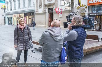 Corona Lokalaugenschein - Wien - Di 17.03.2020 - ORF Kamerateam interviewt Birgit FENDERL (zufällig angetroffen)23