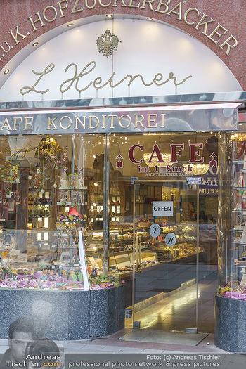 Corona Lokalaugenschein - Wien - Di 17.03.2020 - Einzelne Geschäfte haben offen, Cafehaus, Konditorei, Lebensmit33