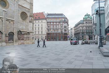 Corona Lokalaugenschein - Wien - Di 17.03.2020 - Polizei patrouilliert kontrolliert Ausgangssperre wegen Coronavi45