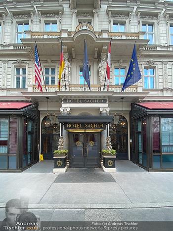 Corona Lokalaugenschein - Wien - Di 17.03.2020 - Hotel Sacher Wien Vienna Haupteingang, Architektur, Frontansicht54