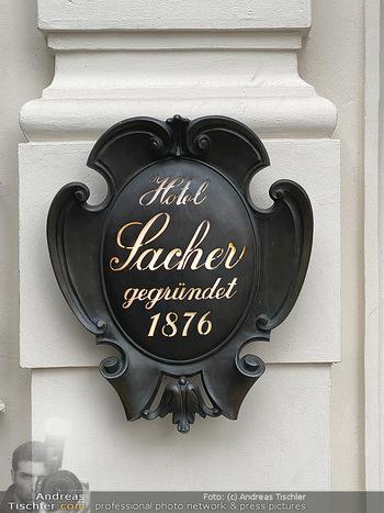 Corona Lokalaugenschein - Wien - Di 17.03.2020 - Hotel Sacher Wien Vienna K&K Schild seit 187656