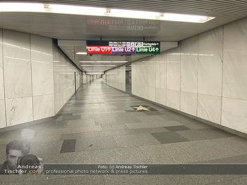 Corona Lokalaugenschein - Wien - Di 17.03.2020 - UBahn U-Bahn Station Karlsplatz U1 U2 U4 wenig Betrieb Wiener Li66