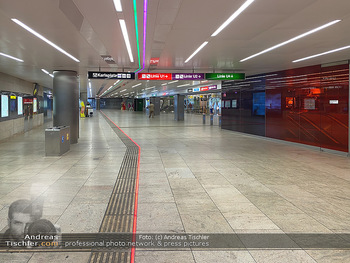 Corona Lokalaugenschein - Wien - Di 17.03.2020 - UBahn U-Bahn Station Karlsplatz U1 U2 U4 wenig Betrieb Wiener Li67