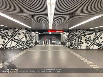 Corona Lokalaugenschein - Wien - Di 17.03.2020 - UBahn U-Bahn Station Karlsplatz U1 U2 U4 wenig Betrieb Wiener Li68