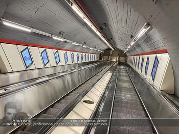 Corona Lokalaugenschein - Wien - Di 17.03.2020 - UBahn U-Bahn Station Karlsplatz U1 U2 U4 wenig Betrieb Wiener Li69