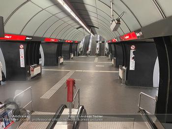 Corona Lokalaugenschein - Wien - Di 17.03.2020 - UBahn U-Bahn Station Karlsplatz U1 U2 U4 wenig Betrieb Wiener Li70