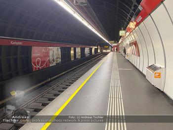 Corona Lokalaugenschein - Wien - Di 17.03.2020 - UBahn U-Bahn Station Karlsplatz U1 U2 U4 wenig Betrieb Wiener Li71