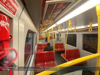 Corona Lokalaugenschein - Wien - Di 17.03.2020 - UBahn U-Bahn Station Karlsplatz U1 U2 U4 wenig Betrieb Wiener Li73
