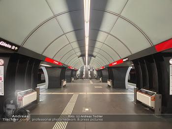 Corona Lokalaugenschein - Wien - Di 17.03.2020 - UBahn U-Bahn Station Karlsplatz U1 U2 U4 wenig Betrieb Wiener Li74
