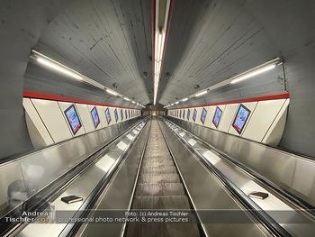 Corona Lokalaugenschein - Wien - Di 17.03.2020 - UBahn U-Bahn Station Karlsplatz U1 U2 U4 wenig Betrieb Wiener Li77
