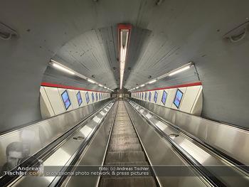 Corona Lokalaugenschein - Wien - Di 17.03.2020 - UBahn U-Bahn Station Karlsplatz U1 U2 U4 wenig Betrieb Wiener Li78