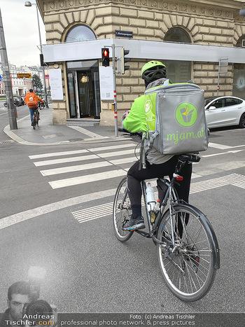 Corona Lokalaugenschein - Wien - Di 17.03.2020 - Hochsaison für Essenszusteller Fahrradboten Mjam, Foodora, Uber82