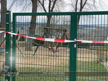 Corona Lokalaugenschein - Wien - Di 17.03.2020 - Spielplätze Sportplätze geschlossen gesperrt Absperrband Kinde93
