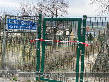 Corona Lokalaugenschein - Wien - Di 17.03.2020 - Spielplätze Sportplätze geschlossen gesperrt Absperrband Kinde94