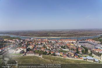 Fototour Großraum Hainburg - Hainburg, Carnuntum - Fr 27.03.2020 - Blick über Hainburg an der Donau von der Burgruine Heimenburg a12