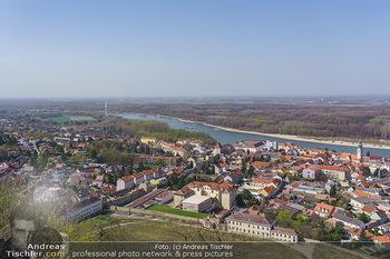 Fototour Großraum Hainburg - Hainburg, Carnuntum - Fr 27.03.2020 - Blick über Hainburg an der Donau von der Burgruine Heimenburg a13