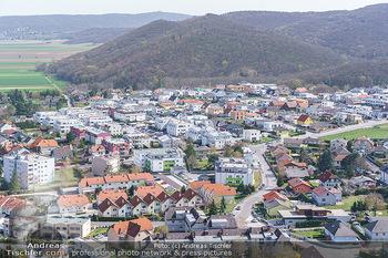 Fototour Großraum Hainburg - Hainburg, Carnuntum - Fr 27.03.2020 - Blick über Hainburg an der Donau von der Burgruine Heimenburg a14