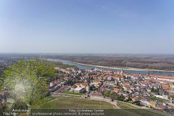 Fototour Großraum Hainburg - Hainburg, Carnuntum - Fr 27.03.2020 - Blick über Hainburg an der Donau von der Burgruine Heimenburg a15