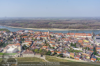 Fototour Großraum Hainburg - Hainburg, Carnuntum - Fr 27.03.2020 - Blick über Hainburg an der Donau von der Burgruine Heimenburg a16