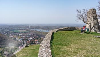 Fototour Großraum Hainburg - Hainburg, Carnuntum - Fr 27.03.2020 - Blick über Hainburg an der Donau von der Burgruine Heimenburg a20