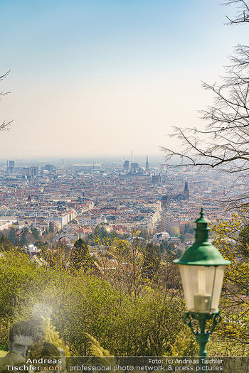 Corona Feature - Wien, NÖ - So 05.04.2020 - Blick im Frühling über Wien Wilhelminenberg Austria Trend Hote9